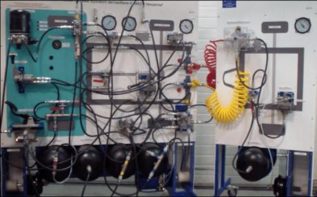 Лабораторный стенд «Пневматическая система грузового автомобиля КАМАЗ с прицепом»